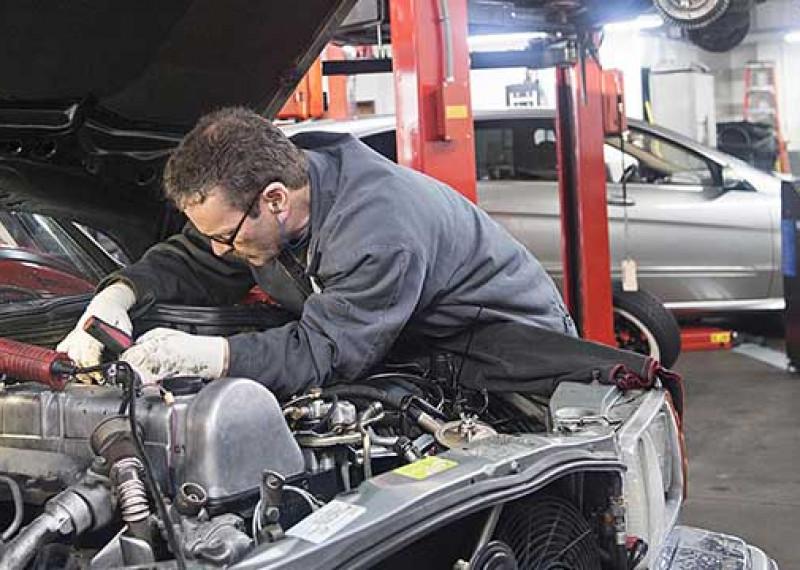 ¿Cómo mantener tu automóvil funcionando sin problemas?